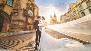 Fotos Asiaten Braut Bräutigam Trauung Kleid Straße Hübscher Mädchens