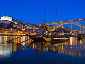 Fotos Portugal Porto Haus Flusse Brücken Schiffsanleger Binnenschiff Abend Städte