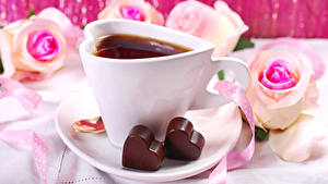 Bilder Valentinstag Tee Schokolade Rosen Tasse Herz Lebensmittel