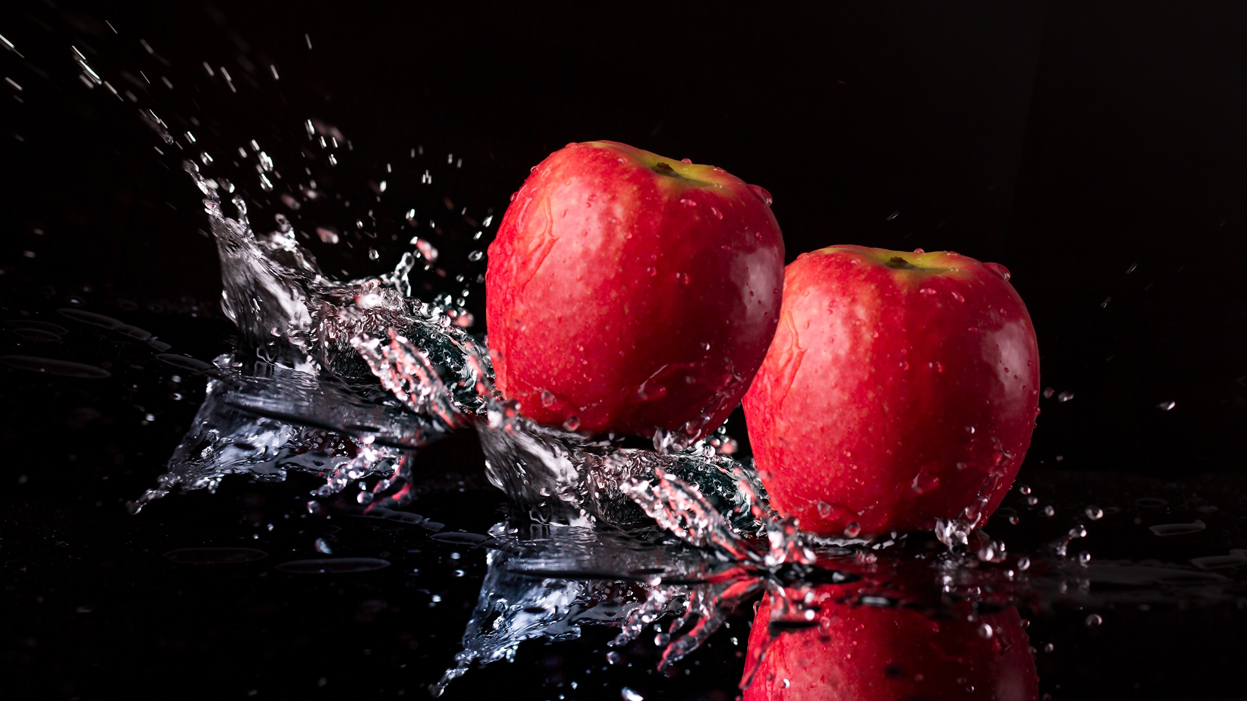 Fonds Decran 2560x1440 Pommes En Gros Plan Fond Noir