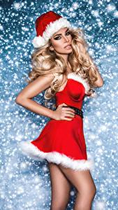 Hintergrundbilder Neujahr Kleid Mütze Blond Mädchen Blick junge frau
