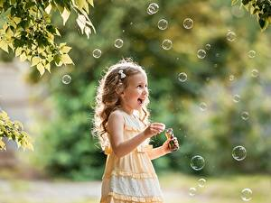 Hintergrundbilder Kleine Mädchen Dunkelbraun Seifenblasen Freude Hand George Dyakov kind