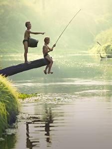 Hintergrundbilder Flusse Asiatische Fischerei Junge 2 Sitzend Kinder