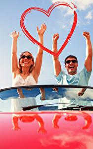 Bilder Valentinstag Mann Liebe 2 Hand Herz Glücklicher junge frau