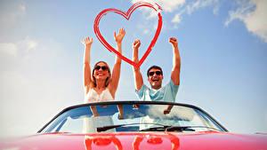 Bilder Valentinstag Mann Liebe 2 Hand Herz Glücklich Mädchens