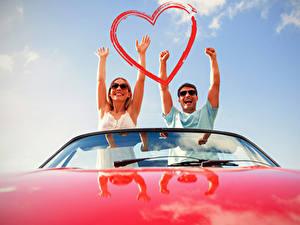 Bilder Valentinstag Mann Liebe 2 Hand Herz Glücklicher Mädchens