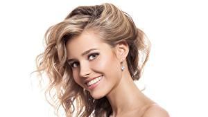 Hintergrundbilder Lächeln Dunkelbraun Weißer hintergrund Schöner Haar