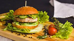 Hintergrundbilder Fast food Burger Brötchen Gemüse Tomate Schneidebrett