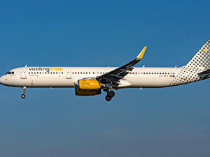 Fotos Flugzeuge Verkehrsflugzeug Airbus Seitlich Vueling Airlines, A321-200S