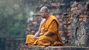 Fotos Asiatische Mann Religion Sitzend Glatze Uniform monk