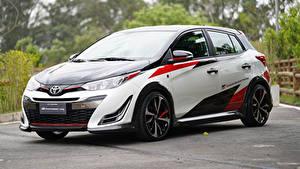 Fotos Toyota Tuning Weiß Metallisch 2018 Yaris GR Concept Autos