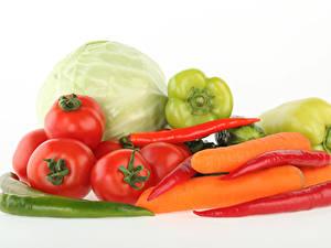Fotos Gemüse Tomate Kohl Peperone Mohrrübe Chili Pfeffer Weißer hintergrund Lebensmittel