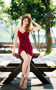 Hintergrundbilder Asiaten Posiert Kleid Bein Braune Haare junge frau