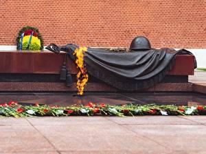 Hintergrundbilder Denkmal Flamme Militär Schutzhelm Russland Moskau Eternal flame, grave of the Unknown soldier