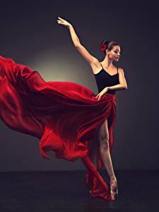 Bilder Braunhaarige Tanz Rock Hand Ballett Mädchens