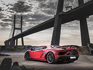Bilder Brücken Lamborghini Rot Aventador SVJ 2018 Autos
