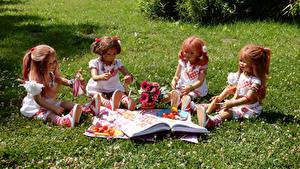 Bilder Park Gemüse Sträuße Puppe Kleine Mädchen Sitzend Gras Grugapark Essen Natur