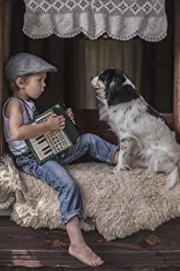 Bilder Hunde Junge Baseballcap Sitzend Jeans Kinder