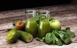 Fotos Saft Gurke Limette Kiwi Äpfel Bretter Trinkglas Grün Lebensmittel