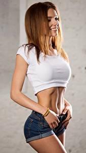 Bilder Posiert Shorts Unterhemd Bauch Braunhaarige Lächeln Model Galina Dubenenko Mädchens