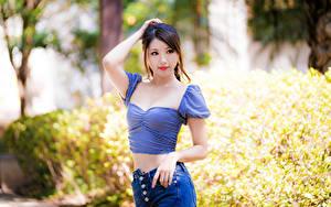 Hintergrundbilder Asiatische Pose Blick Unscharfer Hintergrund junge Frauen