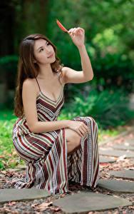 Hintergrundbilder Asiatische Kleid Hand Blick Bokeh junge Frauen