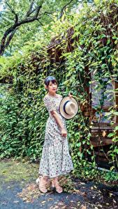 Hintergrundbilder Asiatische Pose Kleid Der Hut Mädchens
