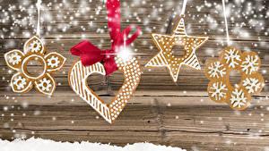 Bilder Neujahr Kekse Bretter Schnee Schleife Design Herz das Essen