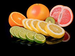 Bilder Zitrusfrüchte Zitrone Apfelsine Grapefruit Schwarzer Hintergrund Lebensmittel