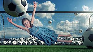 Hintergrundbilder Kreativ Fußball Torhüter Kleine Mädchen Ball Hand Kleid Sprung Lustige Kinder