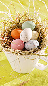 Fotos Feiertage Ostern Ei Tasse Stroh