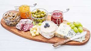 Bilder Messer Oliven Wurst Käse Powidl Pilze Weintraube Schneidebrett Weckglas das Essen