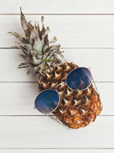 Fotos Ananas Bretter Brille