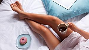 Bilder Donut Kaffee Bein Mädchens