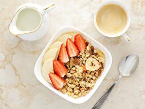Bilder Müsli Kaffee Milch Erdbeeren Frühstück Krüge Tasse Löffel