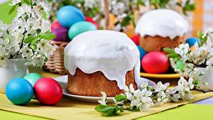Bilder Feiertage Ostern Backware Kulitsch Zuckerguss Ei Lebensmittel
