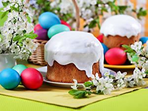 Bilder Feiertage Ostern Backware Kulitsch Zuckerguss Ei