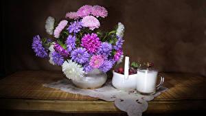 Bilder Stillleben Astern Milch Himbeeren Tisch Tasse Blumen