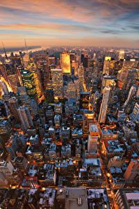 Fotos USA Abend Haus Wolkenkratzer Manhattan New York City Megalopolis Von oben Städte