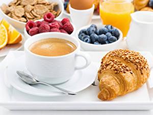 Hintergrundbilder Kaffee Croissant Beere Frühstück Tasse Löffel