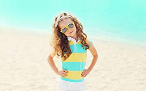 Hintergrundbilder Kleine Mädchen Brille Blick Hand kind