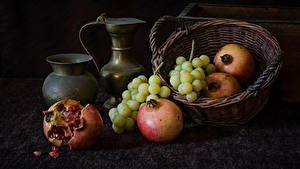 Fotos Weintraube Granatapfel Kanne Weidenkorb Lebensmittel