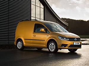 Bilder Volkswagen Gelb 2015-19 Caddy Kasten Highline Autos