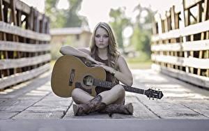 Bilder Brücken Zaun Bretter Sitzend Gitarre Bein Stiefel Mädchens