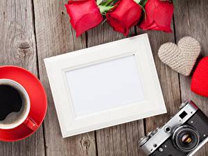 Papéis de parede Dia dos Namorados Rosas Café Tábuas de madeira Cartão do molde Coração Câmera