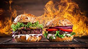 Fotos Fast food Burger Gemüse Feuer Zwei