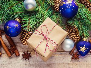 Bilder Neujahr Zimt Sternanis Bretter Ast Kugeln Geschenke Zapfen