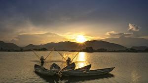 Bilder Sonnenaufgänge und Sonnenuntergänge Boot Fischerei Asiaten Natur