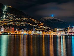 Bilder Norwegen Haus Gebirge Bootssteg Bergen Bucht Nacht Städte