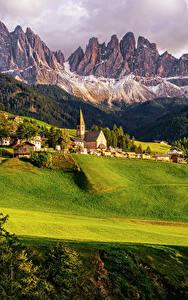 Fotos Italien Gebirge Haus Acker Wälder Landschaftsfotografie Grünland Santa Maddalena